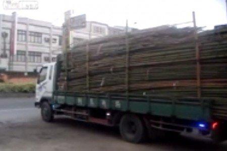 Sundání nákladu z auta