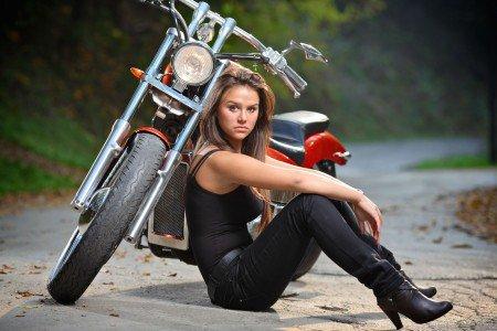 Ženská vs. motorka