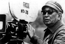 Akira Kurosawa za kamerou (Zdroj: openculture.com)