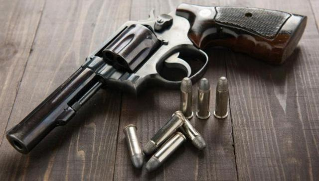 revolver-gun_4987a010-9de5-11e5-9757-458eb2c14214