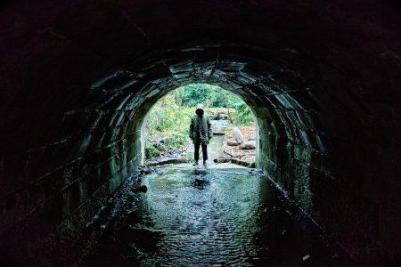 Recenze - mysteriózní horor Ghost Stories: Pozor na to, čemu věříte!