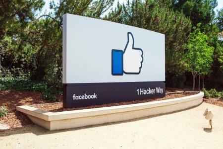 Facebook nezná slovo soukromí a ví o vás všechno! Jaká data sbírá?