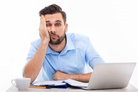 Co způsobuje stálou únavu u mužů? Počasí z toho neviňte!