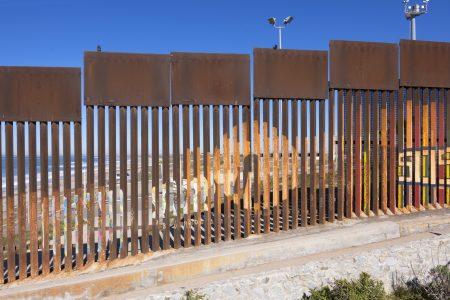 Trumpova zeď mezi USA a Mexikem? Staví je na hranicích každý druhý stát!