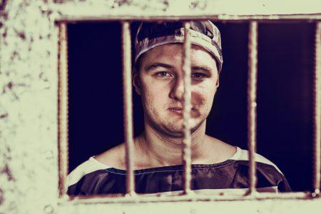 Usvědčený sériový vrah požívá ve vězení často nejrůznějších výhod!