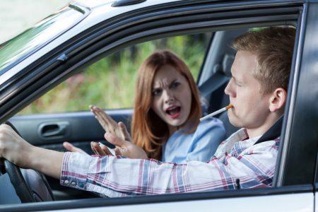 kouření v autě