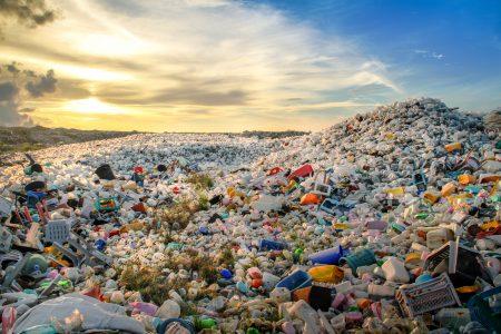 Třídění odpadu. Co dělat s plasty, když je Čína nechce?