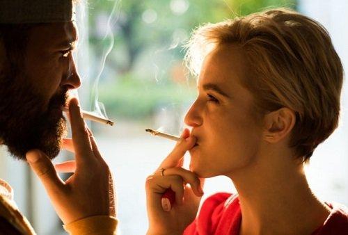 kouření od 2 dívek