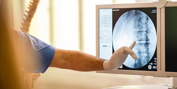 Vyhřezlé ploténky a bolest po operaci zad trápí nejčastěji
