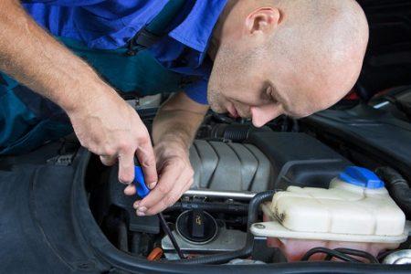 Domácí opravy automobilů. Kterých chyb se při nich můžeme dopustit a kdy zvážit servis