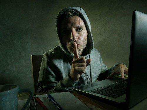 Kyberstalking a jeho fígle. Kteří lidé ho provádí a kde na ně můžete narazit