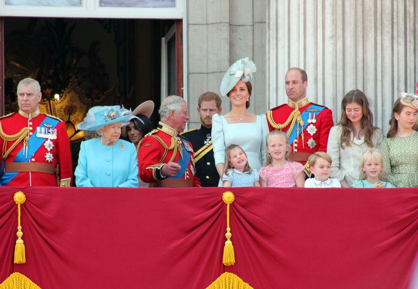 skandály královské rodiny
