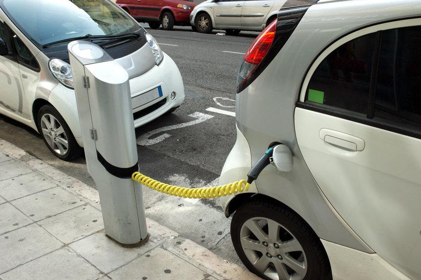 elektromobil vs hybrid